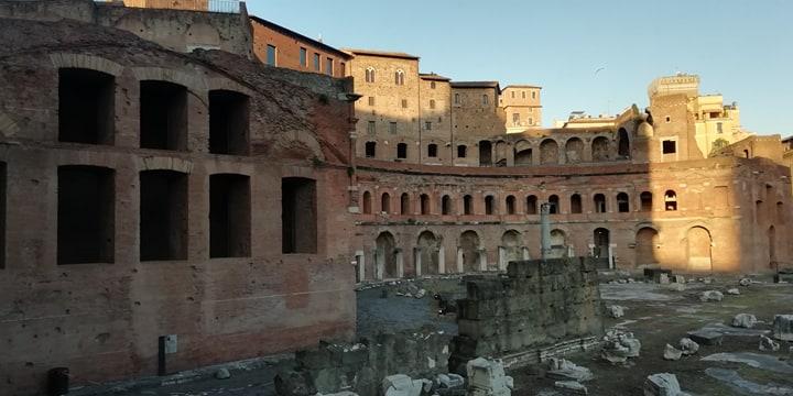 Foto di una passeggiata nel cuore di Roma antica